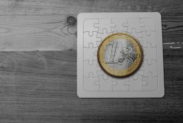 Aiuti economici agli stranieri: la guida dell'Asgi, dal bonus bebè agli assegni familiari