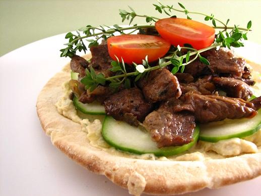 come gi detto sia per il pane che per il contenuto questo piatto ricorda il kebab turco